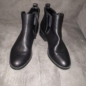 Simply Vera Vera Wang black booties